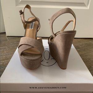 Steve Madden Taupe Sued heels